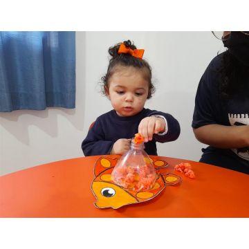 Berçário B - Vamos colorir nossos bichinhos com bolinhas de crepom