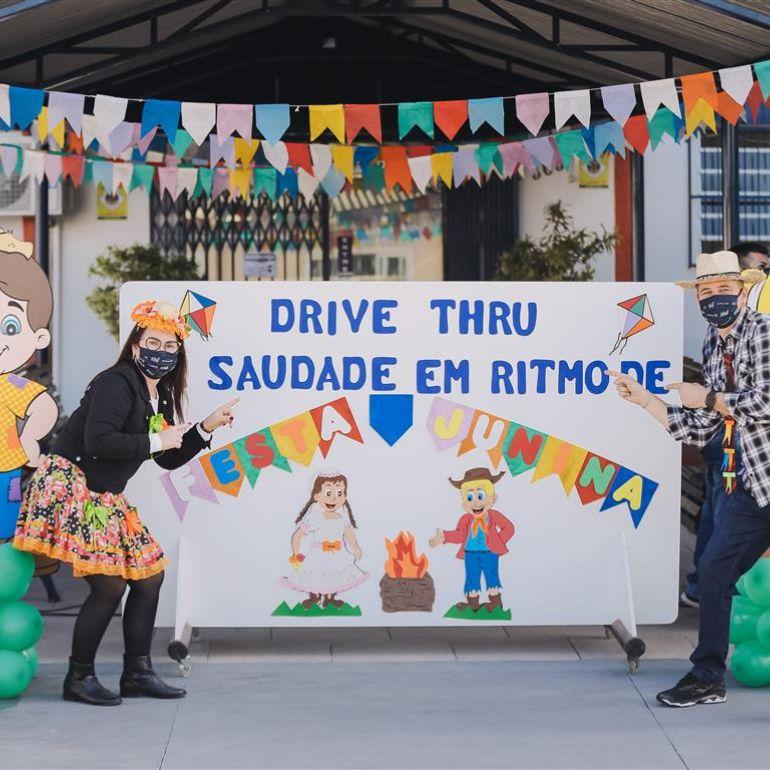 Drive-thru da saudade em ritmo de Festa Junina